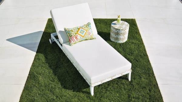 Refreshing lounge chair and side table