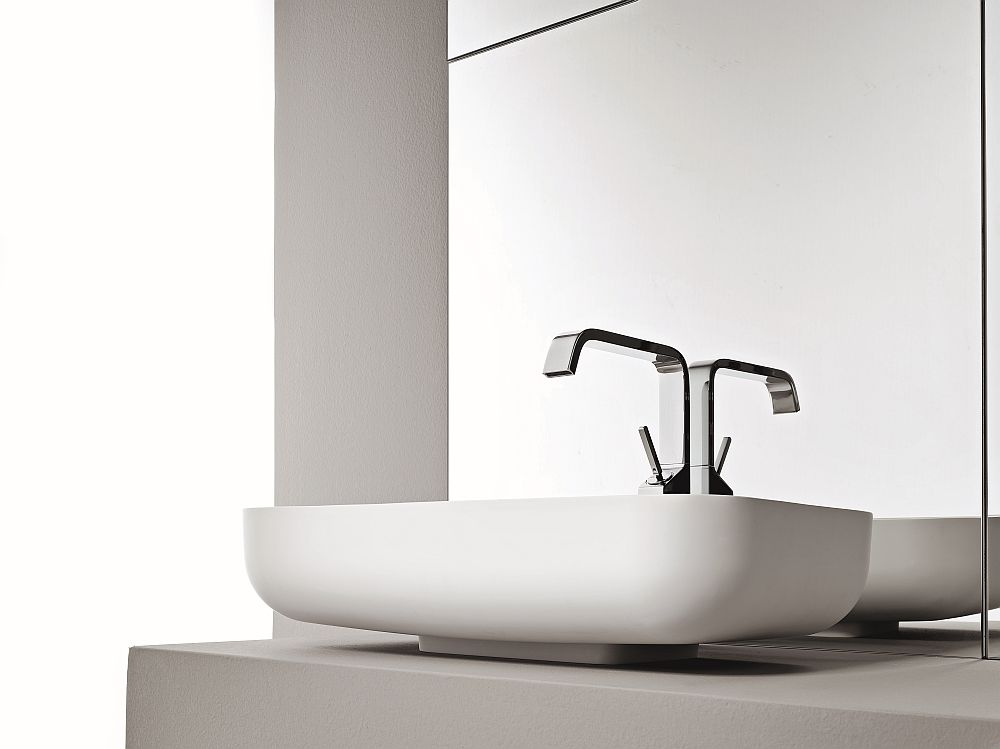 Sit-on basin in white is both space-conscious and stylish