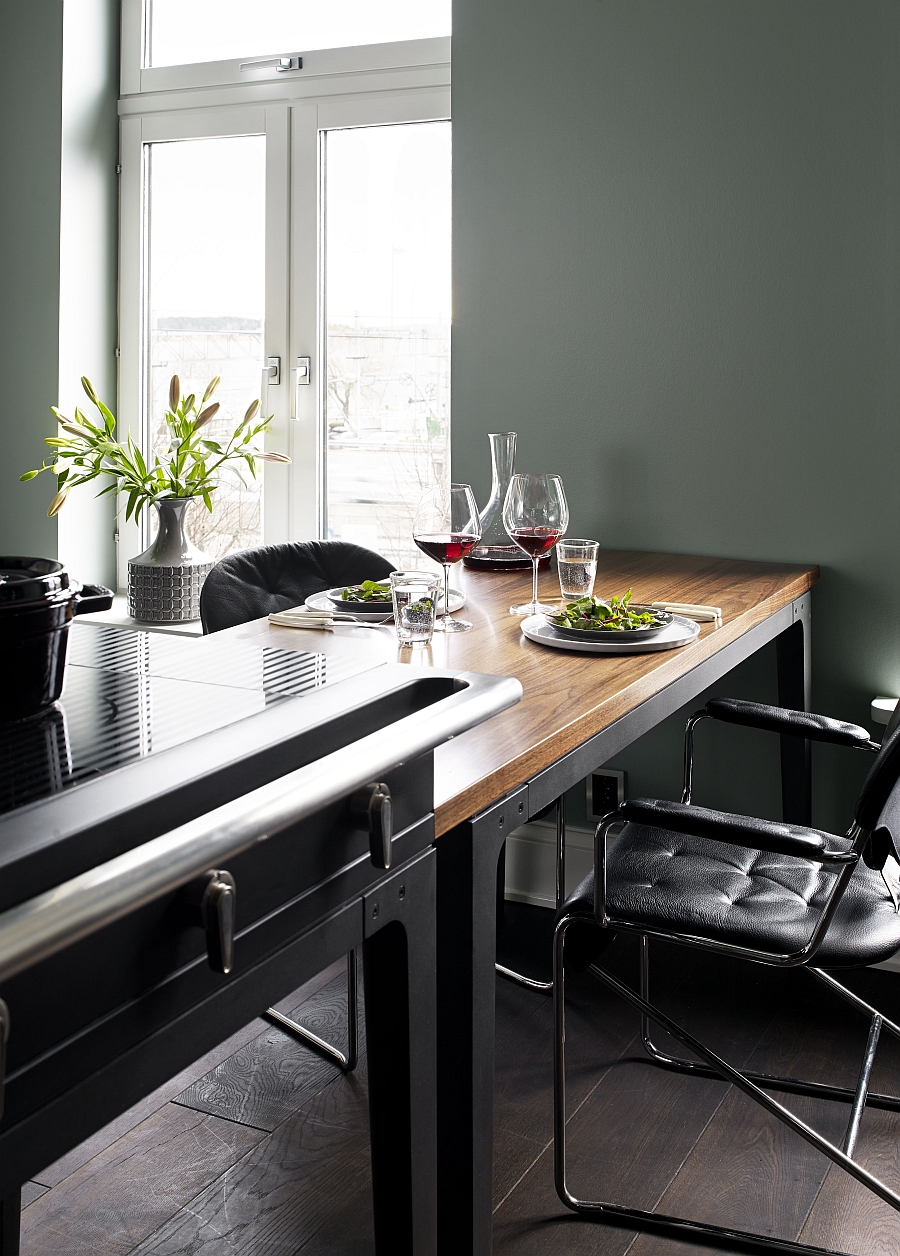 Smart and sleek dining area coupled with the La Cornue W.