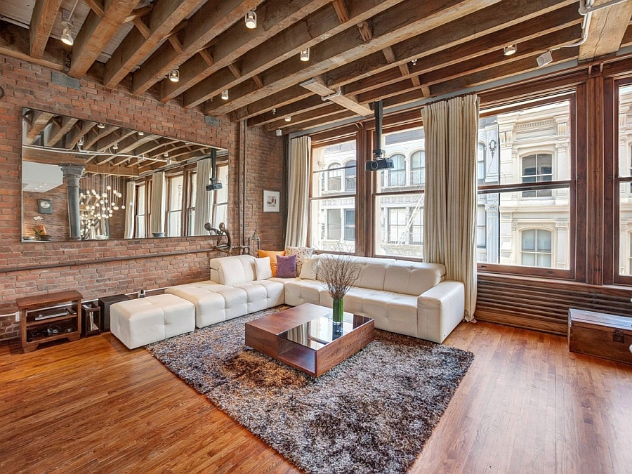 Spacious living room of the NYC Loft in wood and brick