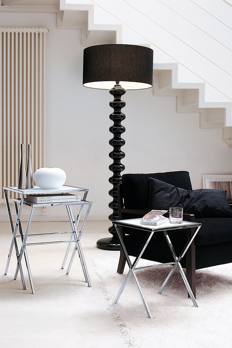 Stylish floor lamp in solid wood and silk shade