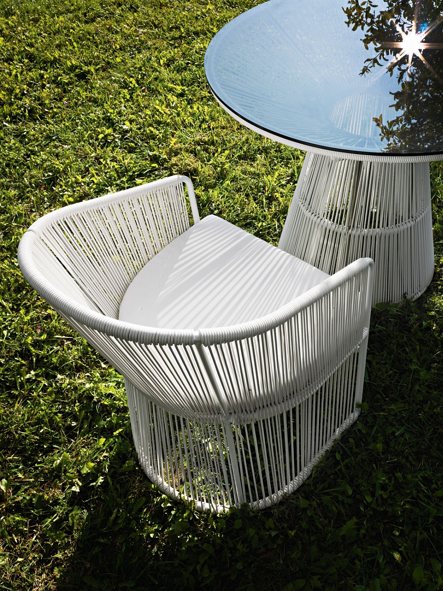 Stylish outdoor seating insipired by the Platner table and chairs