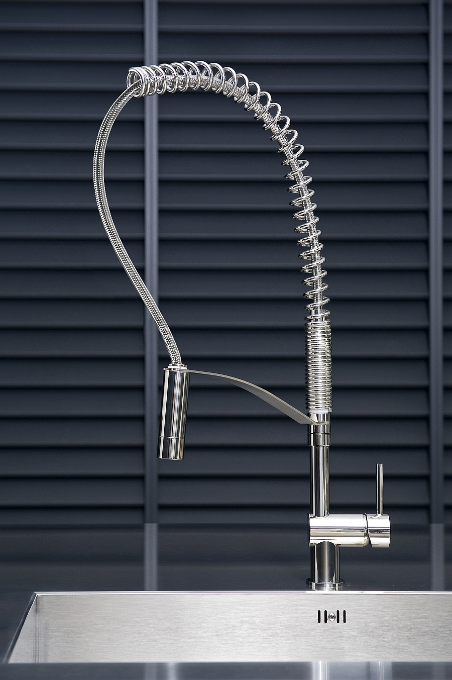 The indomitable and bold design of the Vela L kitchen faucet