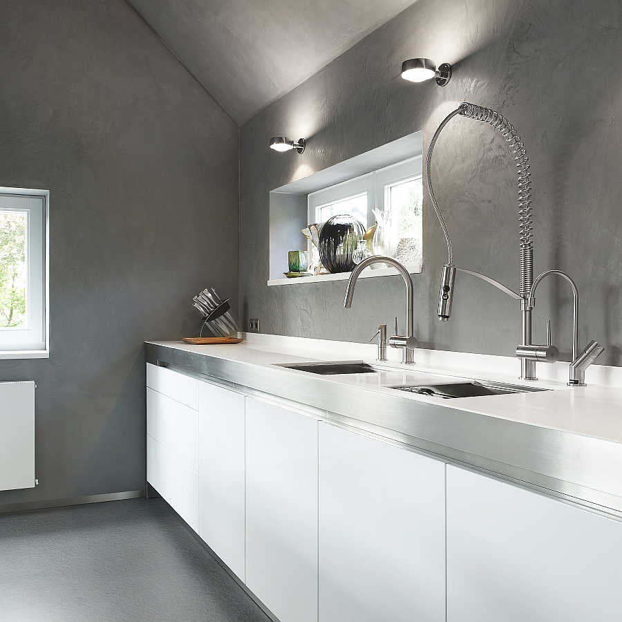 Exquisite kitchen faucets merge italian design with for Cuisine moderne blanche