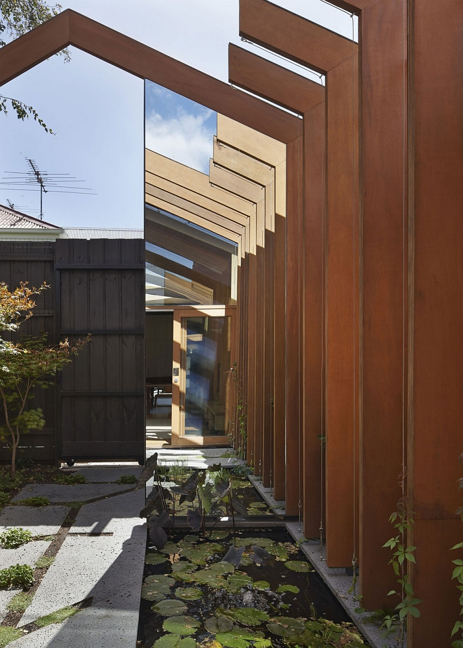 Unique wooden columns that shape the new extension of the traditional Melbourne house
