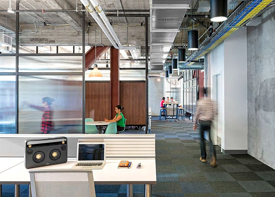 Workstations inside the office that promote interaction