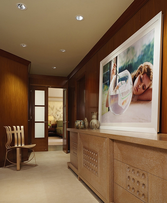A creative focal point for the spacious hall [Design: CBI Design Professionals]