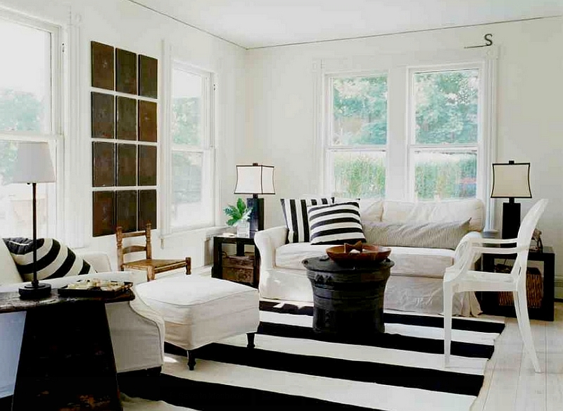 Beach style meets chic farmhouse appeal in this cool black and white living room