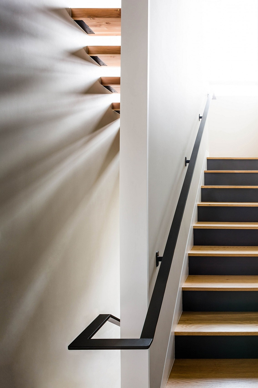 Beautiful wooden staircase design for the space-conscious modern home