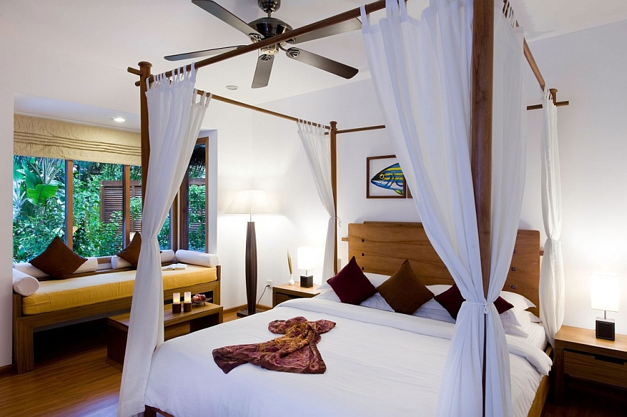 Canopy beds accentaute the appeal of the exotic getaway