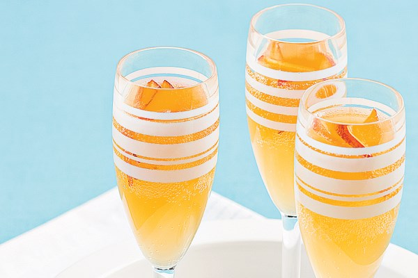Champagne bellinis