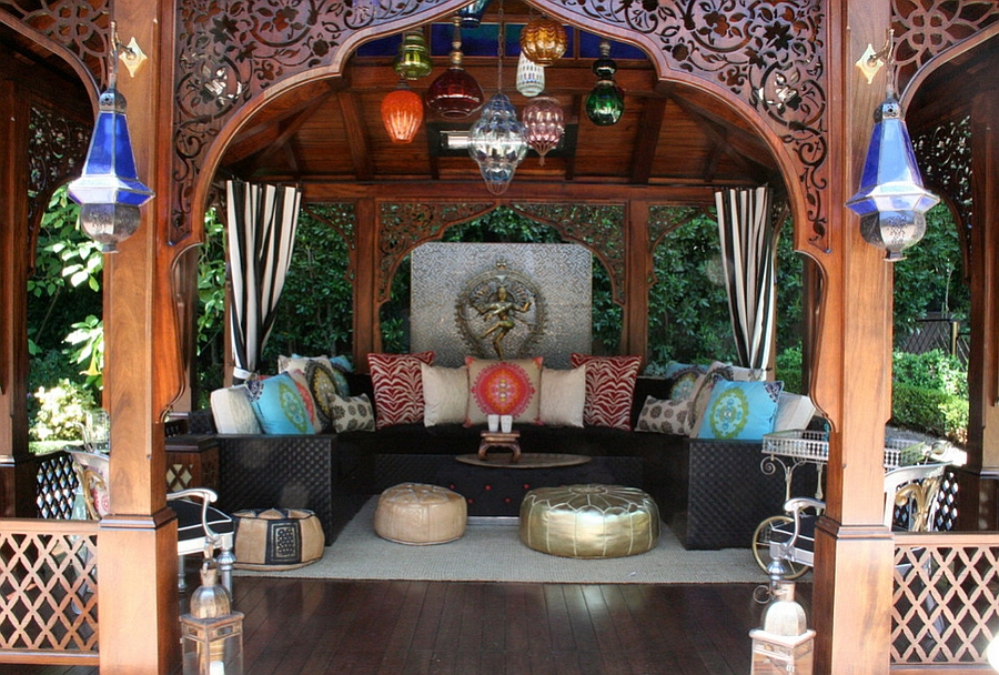Moroccan patios courtyards ideas photos decor and for Garden cabana designs