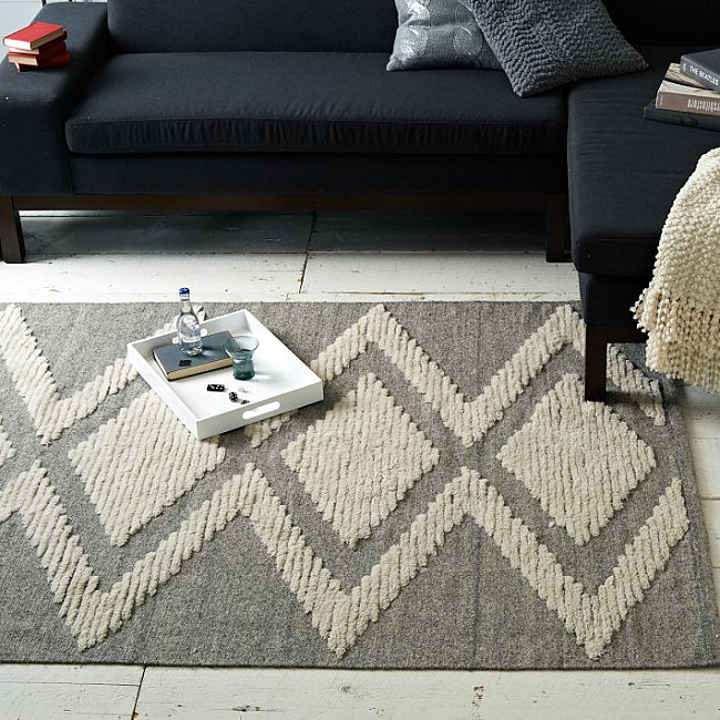 Diamond-pattern rug