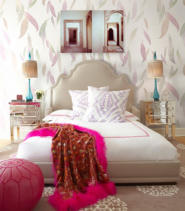 Elegant feather wallpaper for the chic girls' bedroom