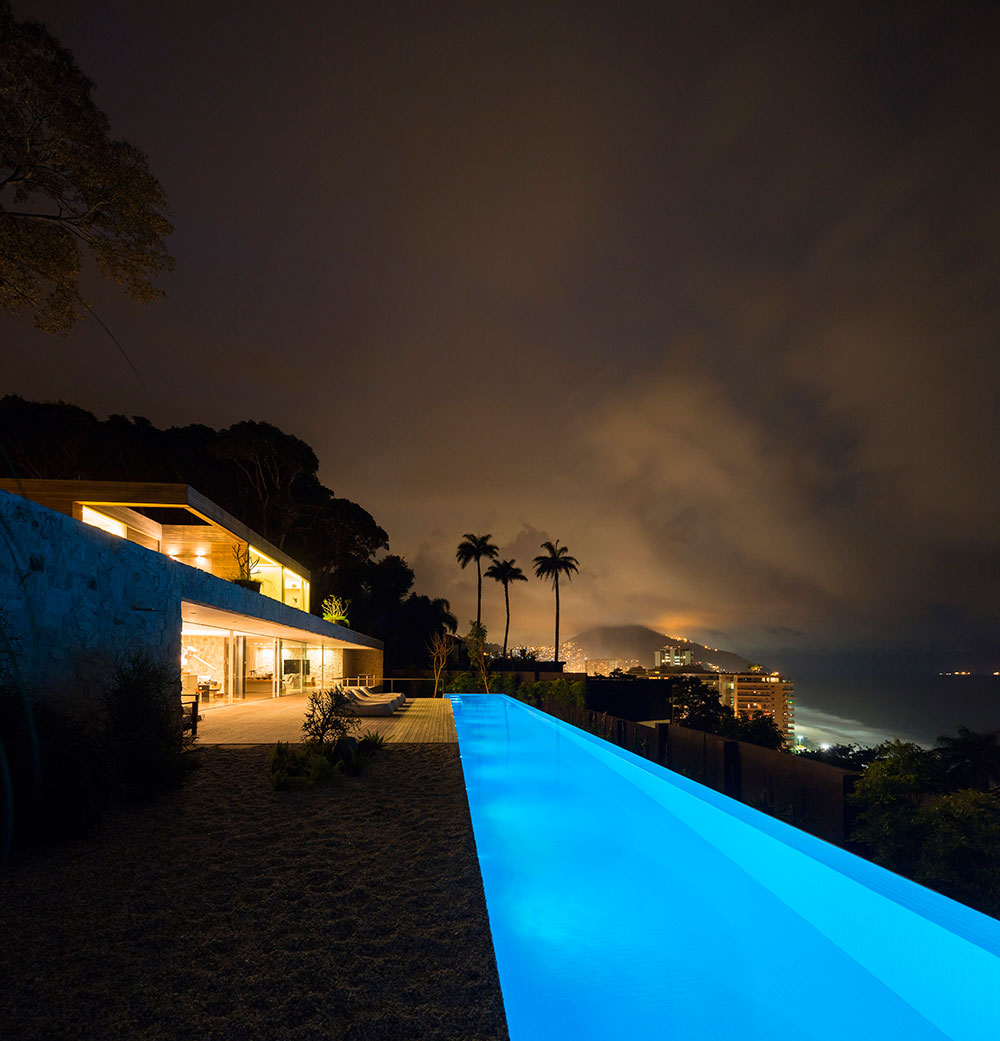 Exclusive penthouse offers mesmerizing ocean views of night life of Rio De janerio!
