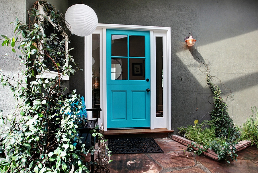 Exquisite use of vibrant turquoise for the front door