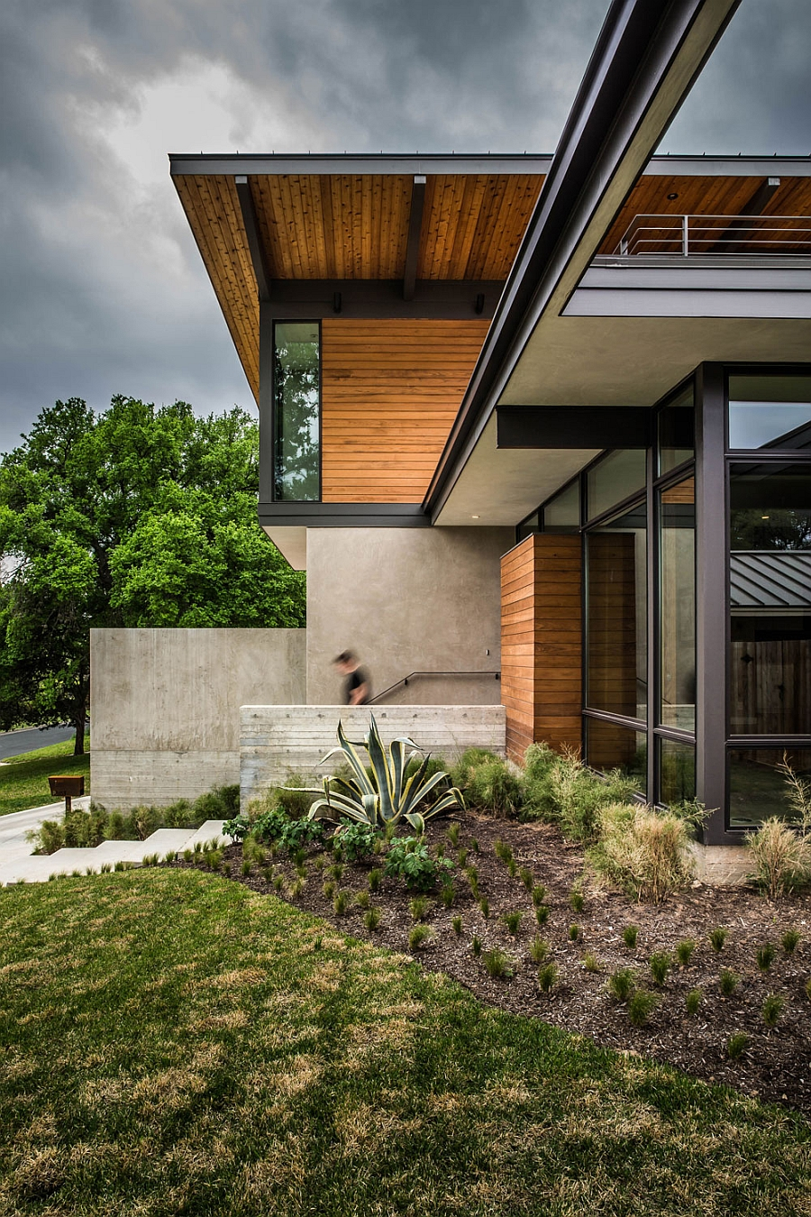 Exterior of the Barton Hills Residence in Texas in Wood, Steel and Glass