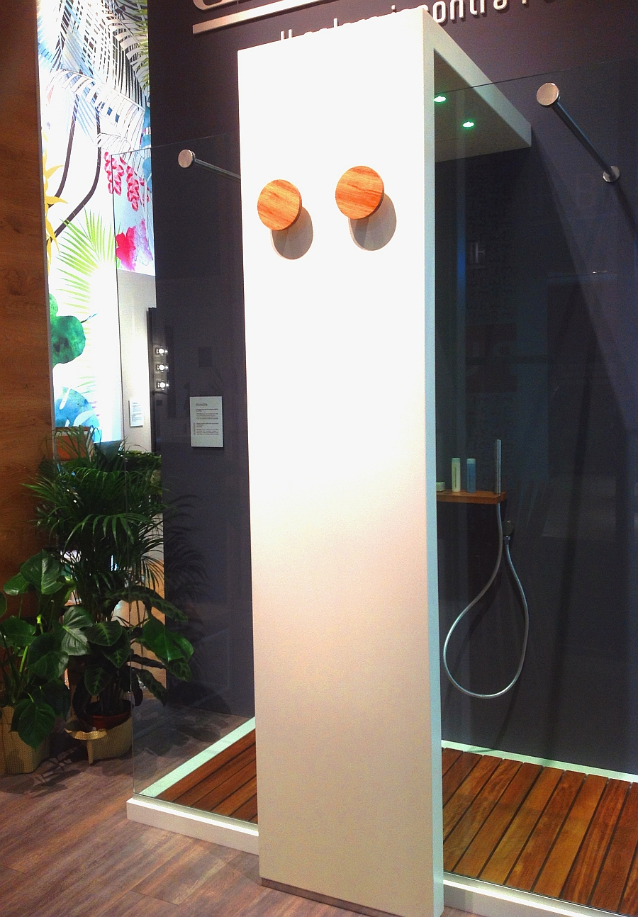Fabulous and sophisticated shower column with integrated heating