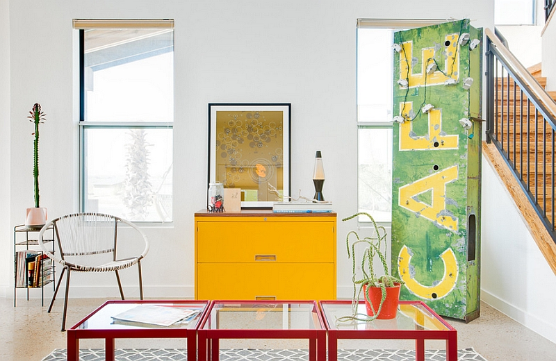 Giving a vintage touch to the eclectic living room