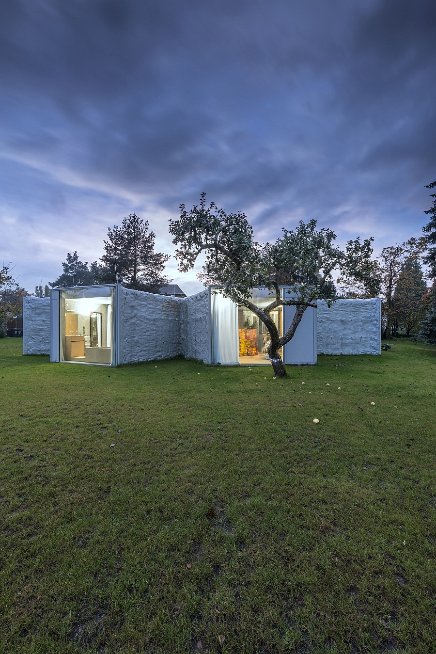Gorgeous Chameleon House responds to the conditions of the landscape