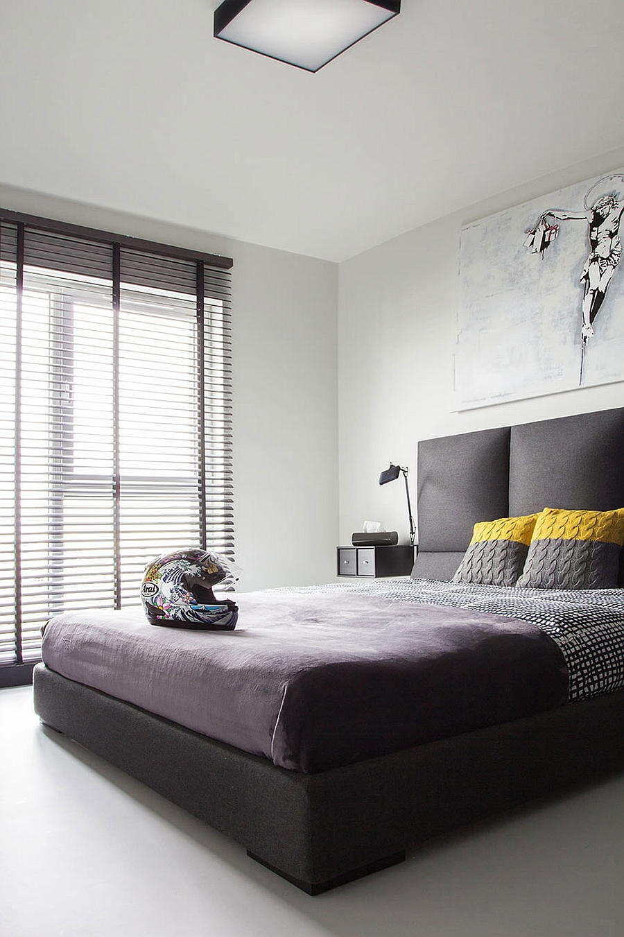 Gorgeous black and white bedroom in a trendy Polish apartment