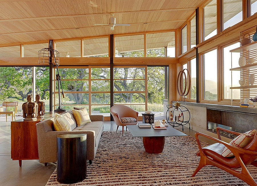 Gorgeous living room puts the focus on seamless indoor-outdoor interplay
