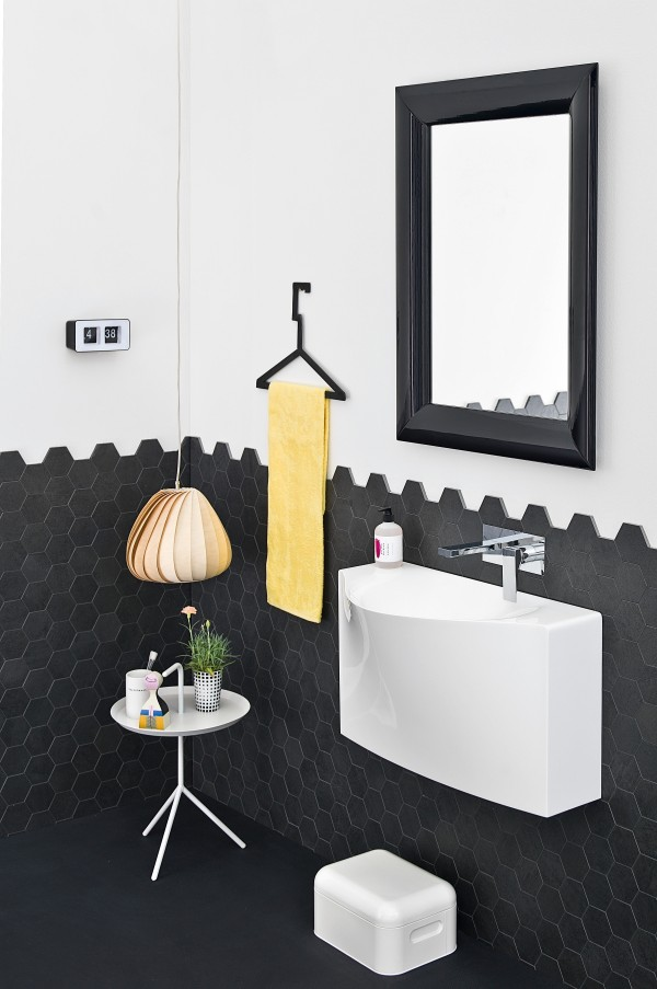 Hexagonal shaped black tiles add style and pattern to the bath