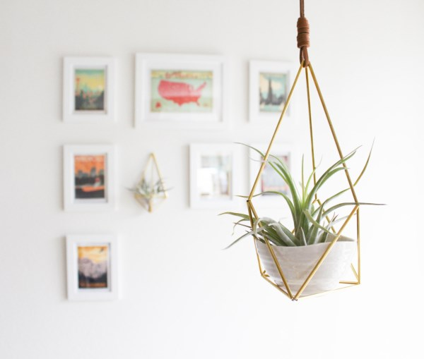 Himelli hanging air plant holder with cup from Etsy shop Handmade Sammade