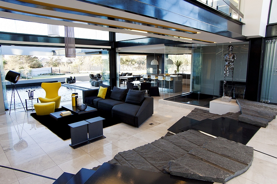 Living room that showcases smart indoor-outdoor interplay
