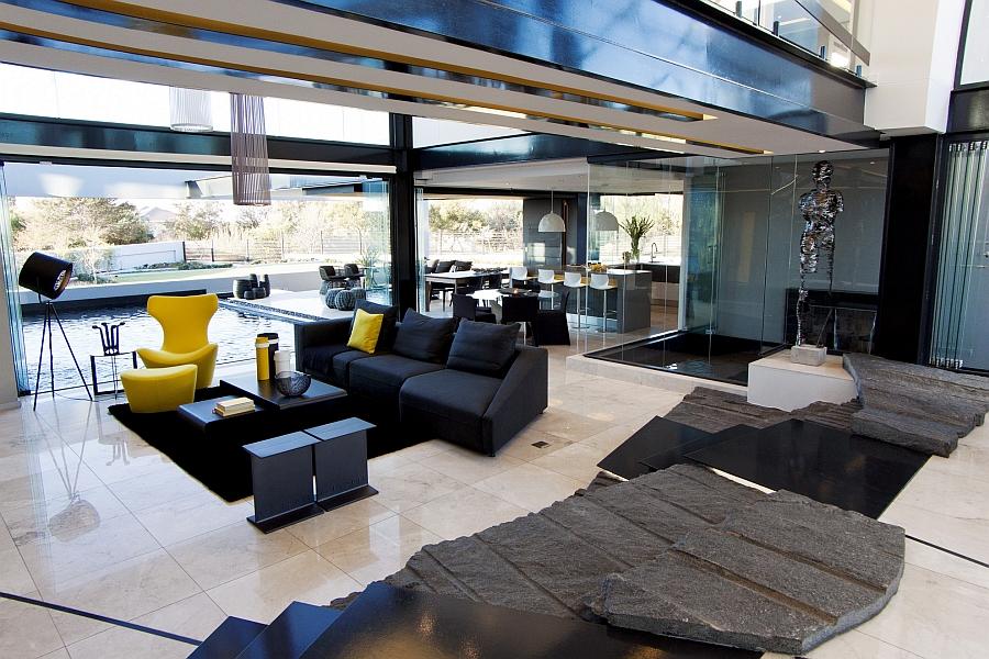 Living room that showcases smart indoor-outdoor interplay