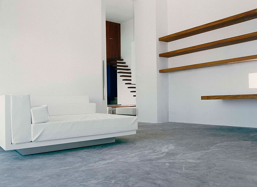 Lovely minimal interior in white keeps the focus outdoors