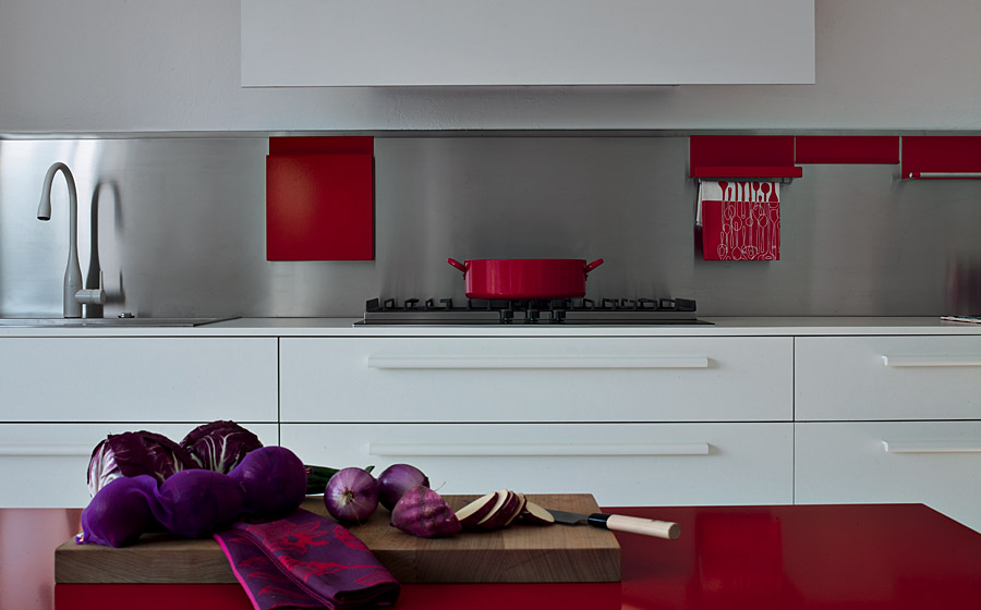 Lovely red accents and rich purples bring oriental charm to the modern kitchen