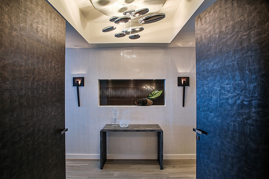 Mercury Sospensione by Artemide in the contemporary entryway steals the show with ease