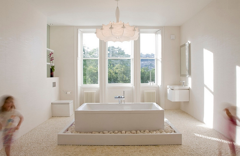 Minimal design of the En-Suite-Bathroom with classic British style