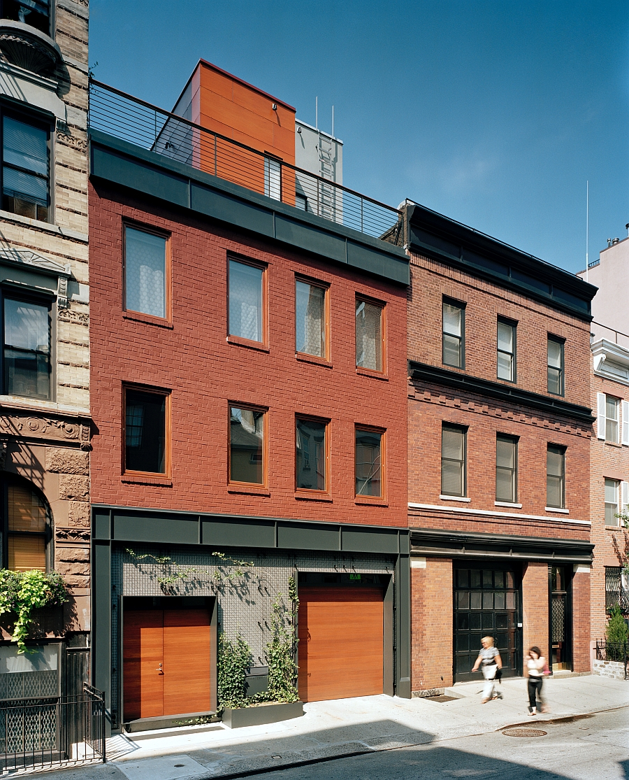 Old coal garage turned into a posh nyc townhouse modern for Modern townhouse architecture