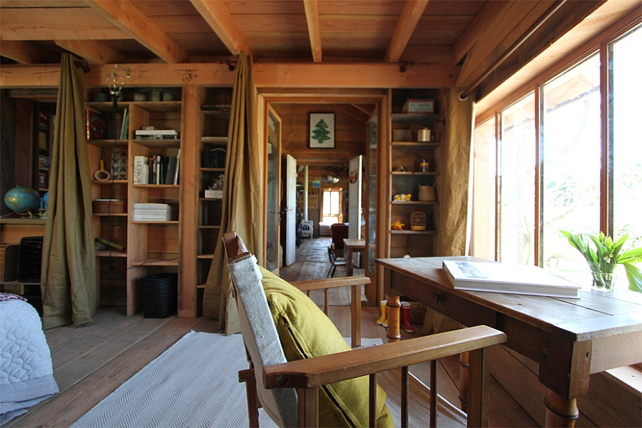 Natural ventilation gives the cabin an airy appeal