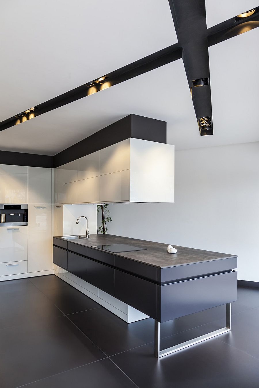 Neolith Iron Collection in trendy Grey in the modern kitchen