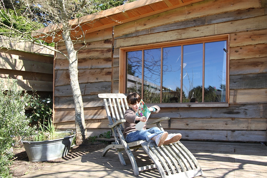 Outdoor landscape complements the interior of the cabin
