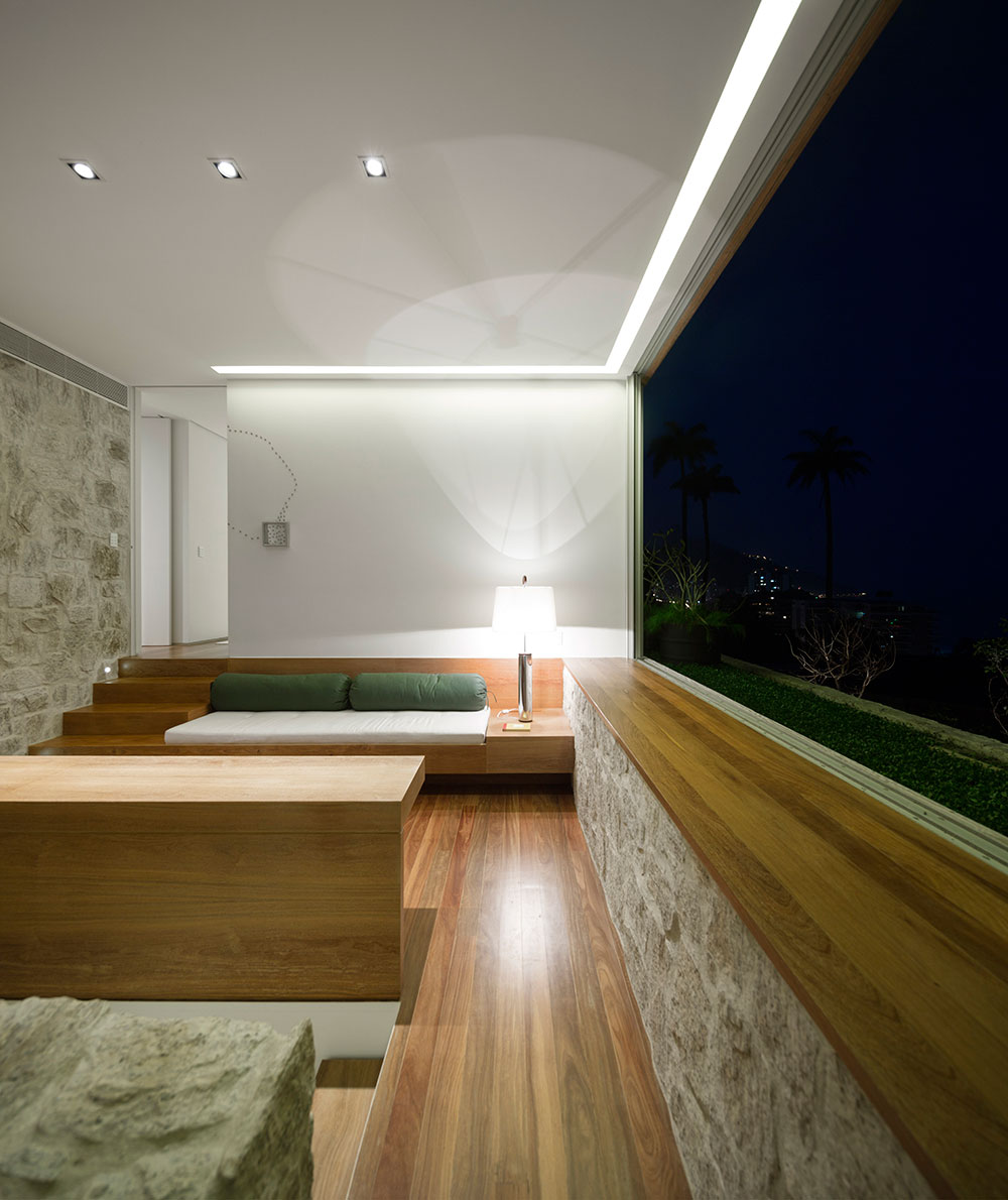 Semi-minimal interiors complement the luxurious exterior perfectly