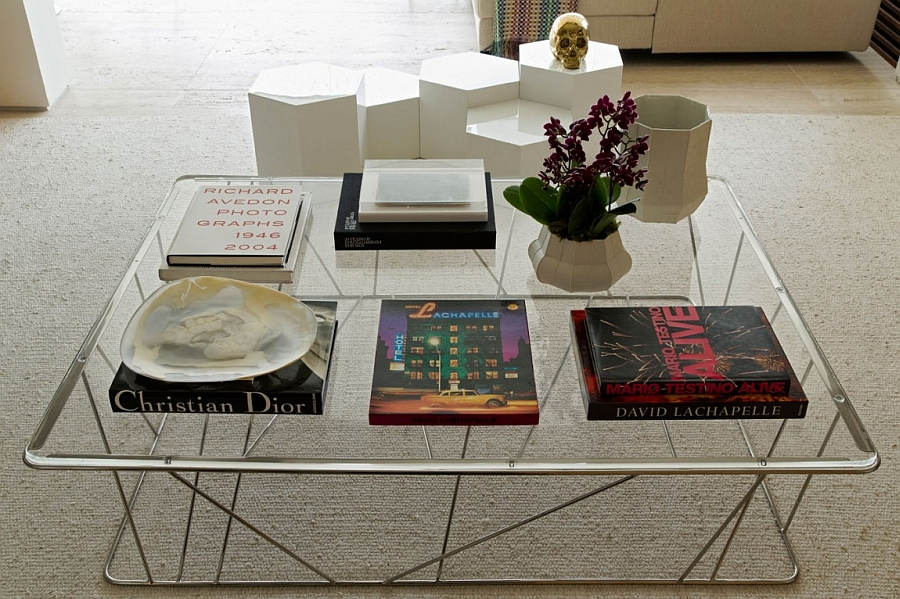 Smart and sleek coffee table and decorating idea for the livng room