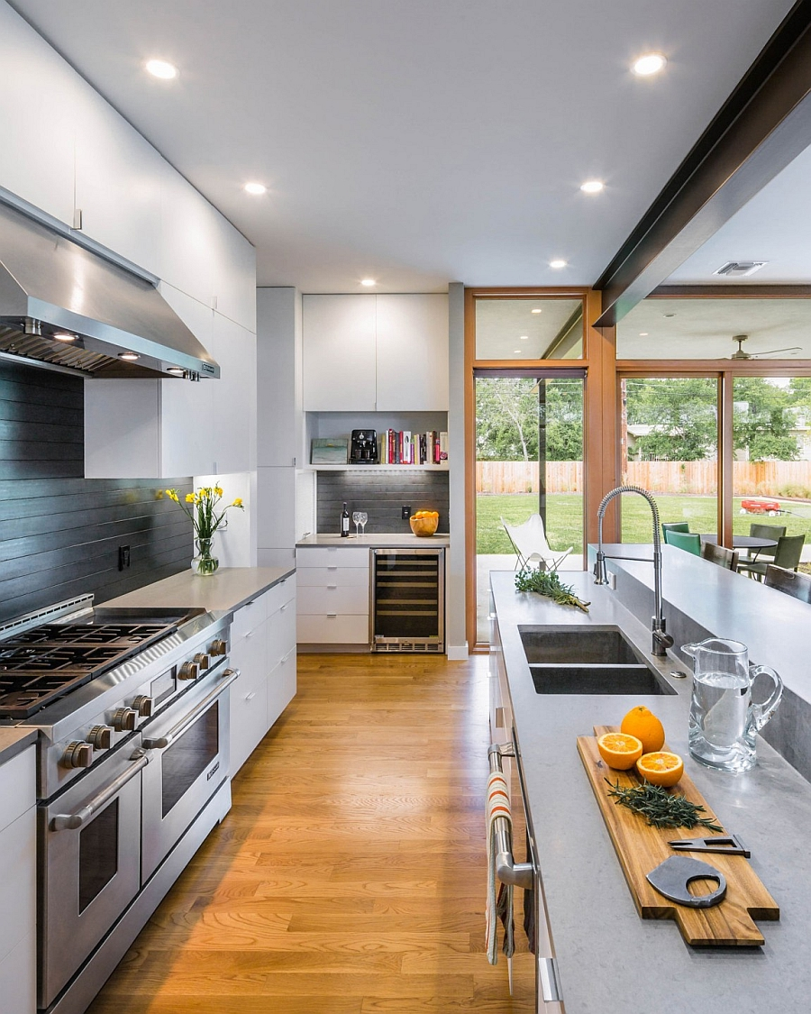 Exclusive texas home mid century modern glass and steel for Elegant residences kitchens