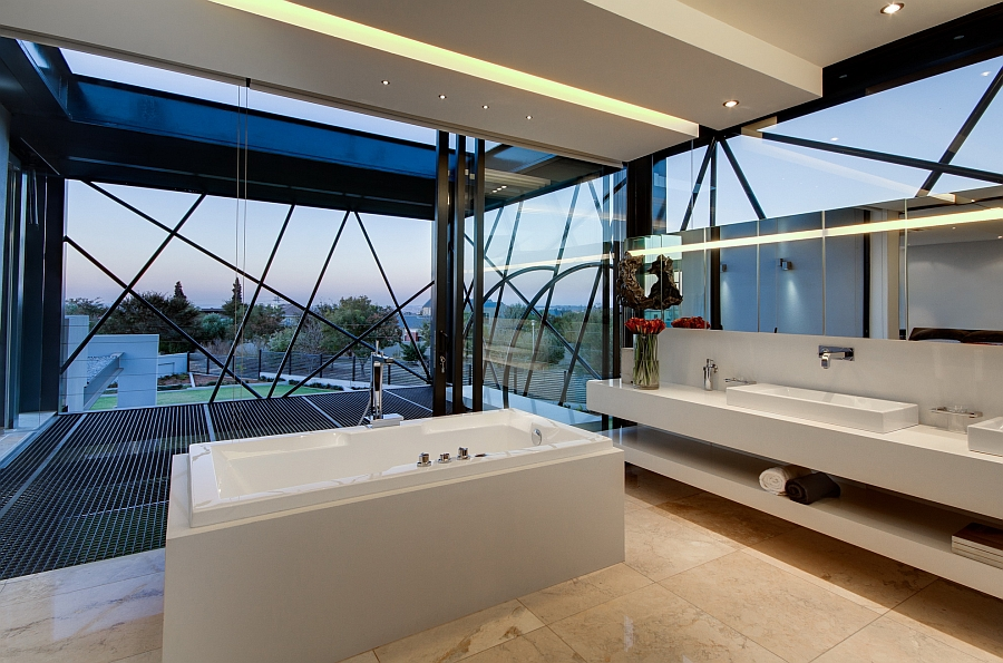 Standalone bathtub in white brings luxury to the modern bath
