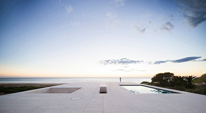 Stunning and minimal House of the Inifinite looks over the mighty Atlantic