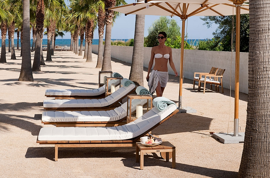 Stylish and relaxing outdoor lounger for the beautiful outdoor landscape