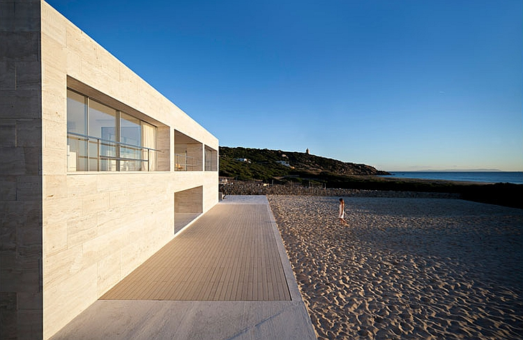 The infinite styled platform offers a seamless transition from the beach into the house