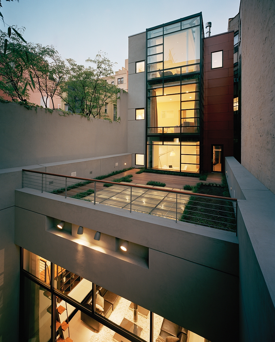 Wall of windows allows in ample natural ventilation even while offering unabated views