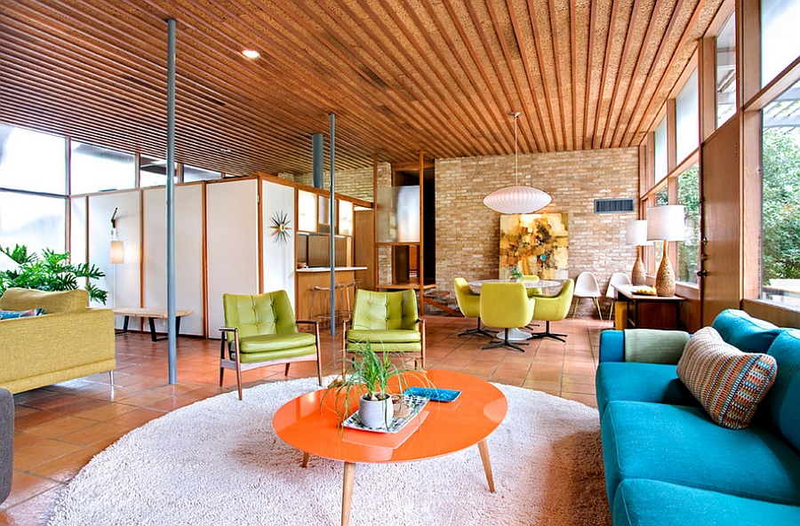 Wooden ceiling and iconic George Nelson additions give the room a Midcentury appeal