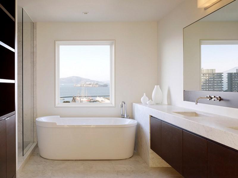 Bathroom by John Maniscalco Architecture
