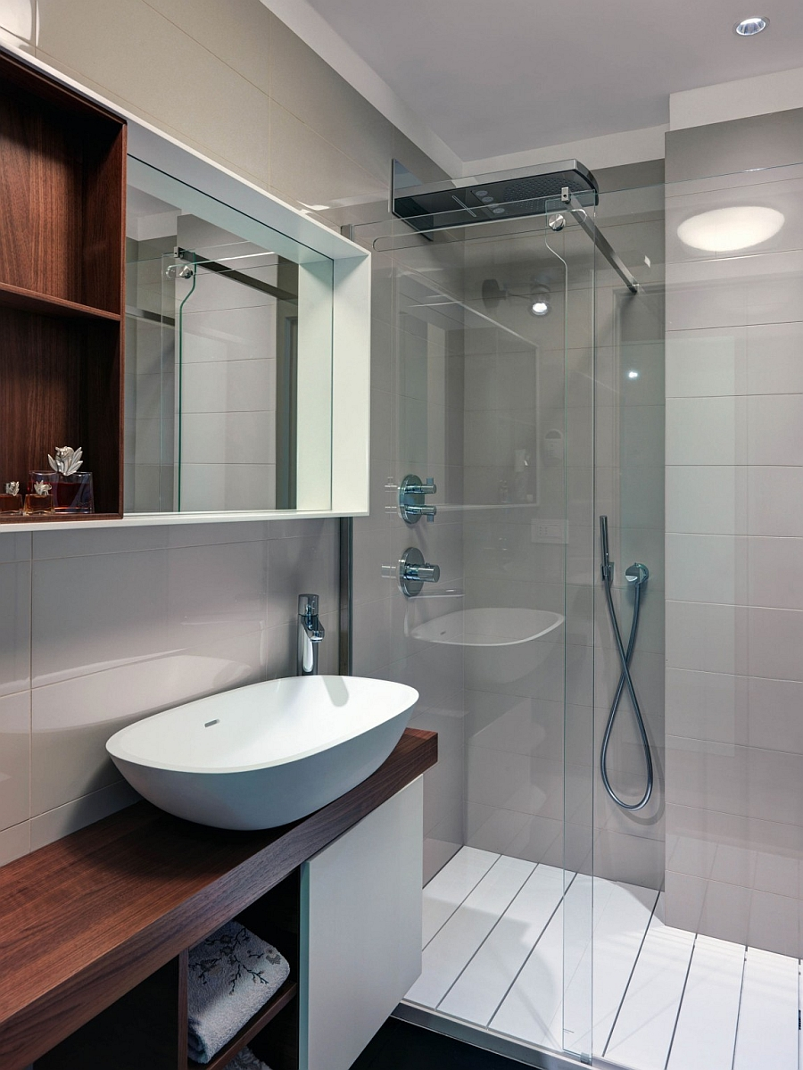Compact glass shower area in the modern bath