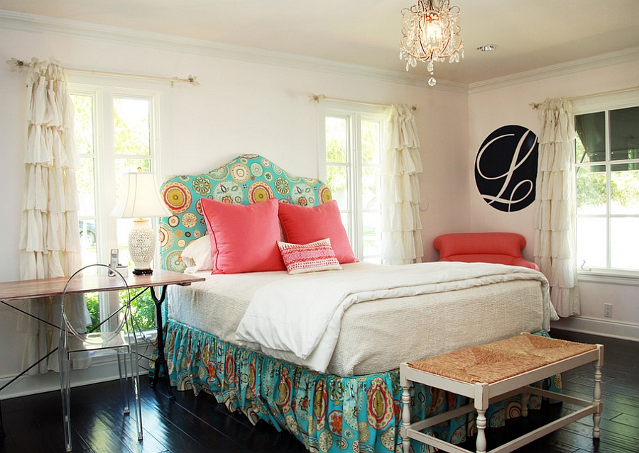 Curtains complement the style of the bed beautifully [Design: Blue Seeds]